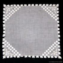 fazzoletto 11 - lavorazione altorilievo - la camelia collezioni
