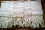 asciugamani -tessuto- brillantè -ricamo punto imbottito- e frangia micro uncinetto - la camelia collezioni