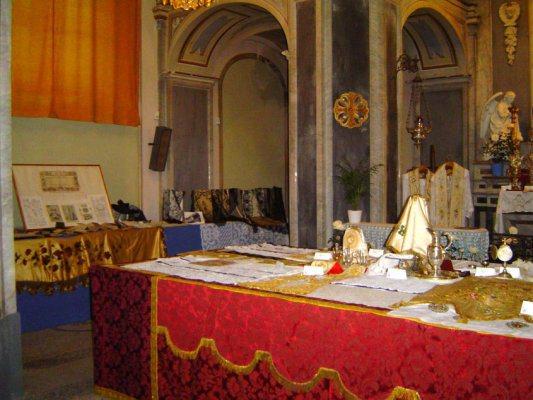 Pizzi liturgici tovaglie d altare corredo sacro for Arredo sacro