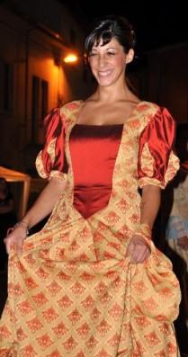 vestito damascato settecento bordeaux e ocra con manica corta