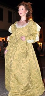 vestito damascato settecento giallino