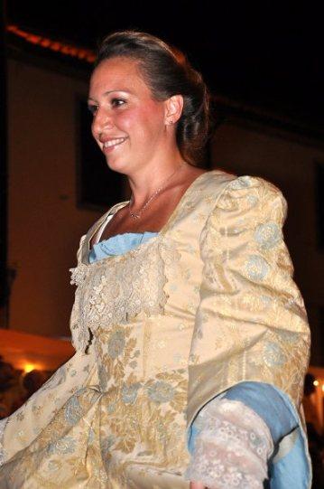 vestito damascato settecento panna chiaro e particolari in azzurro con manica lunga