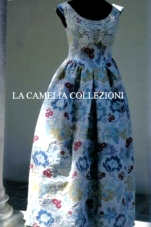vestiti rinascimentali - vestiti stile 700 - vestiti in tessuto broccato - bianco a fiori smanicato - la camelia collezioni