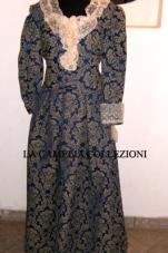 vestiti rinascimentali - vestiti stile 700 - vestiti in tessuto broccato - blu operato manica lunga - la camelia collezioni