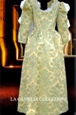 vestiti rinascimentali - vestiti stile 700 - vestiti in tessuto broccato - verdino manica lunga e lavorata - la camelia collezioni