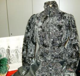 completo da calesse in pelliccia e alamari, gonna seta e scaldamani particolare 1800