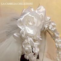 acconciatura da sposa cerchietto con rose setacolore bianco - la camelia collezioni