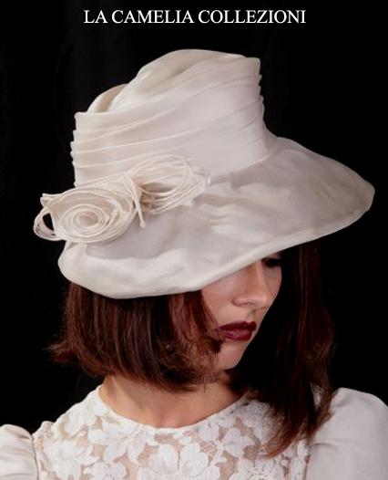 cappello da cerimonia colore bianco con rouges laterali- la camelia collezioni