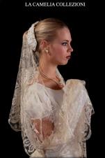 veli da sposa-veli pizzo bucintoro colore ecru-la camelia collezioni