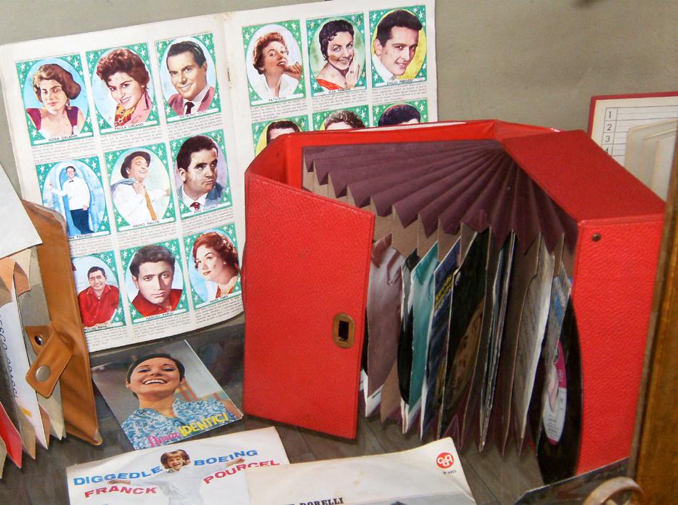 Porta dischi a libro la camelia collezioni for Porta 45 giri