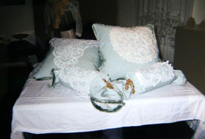 Cuscini personalizzati la camelia collezioni for Cuscini d arredo eleganti
