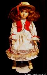 bambola biscuit rosso con piedistallo - la camelia collezioni