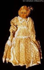 bambola con vestito in pizzo ecru - la camelia collezioni