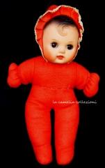 bambola in panno rosso -anni 80- la camelia collezioni