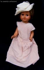 bambola vestitino rosa cappellino in tessuto - la camelia collezioni