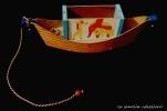 gioco in legno con cordicina forma barca - la camelia collezioni