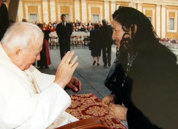 papa-giovanni-paolo-II-udienza-la-camelia-collezioni