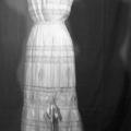 intimo d'epoca -camicia da notte ricamata con raso a fiocco