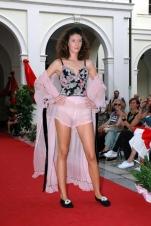 lingerie rosa e fiori e vestaglia