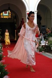 lingerie rosa e vestaglia
