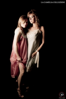 intimo d'epoca - lingerie in nylon colorata con dettagli in pizzo - la camelia collezioni