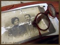 foto e occhiale d'epoca