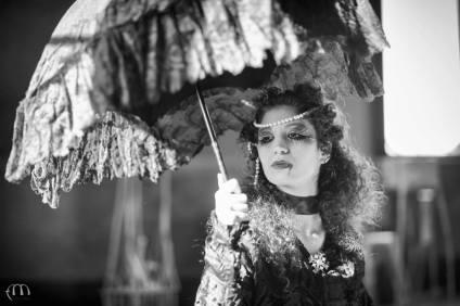 parasole in pizzo chantilly nero e manico lavorato in avorio
