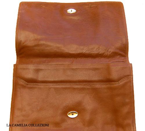 borsa in pelle maron con chiusura calamita anni 70 - la camelia collezioni