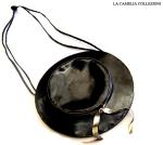 borsa in pelle nera con dettagli oro con tracolla anni 70 a forma di cappello - la camelia collezioni