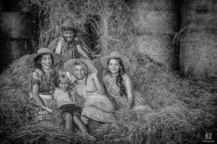 ragazze di campagna - sul fieno