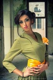 vestito anni 50 verde palude con manica 3/4 - e accessori in giallo - la camelia collezioni