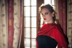 vestito nero lungo con accessori in rosso - la camelia collezioni