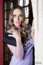 vestito lilla con tulle e accessori in nero - la camelia collezioni