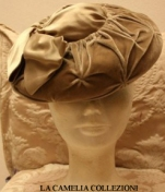 cappello in velluto beige - collezione - la camelia collezioni