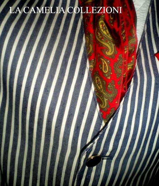 giacca da uomo a righe bianca e blu con bottoni oro - giacca moschino - la camelia collezioni