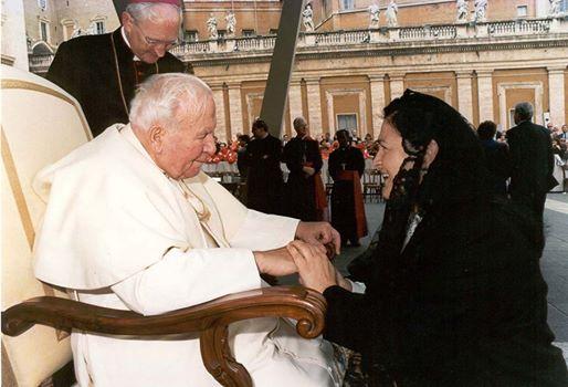 papa-giovanni-paolo-II-la-camelia-collezioni