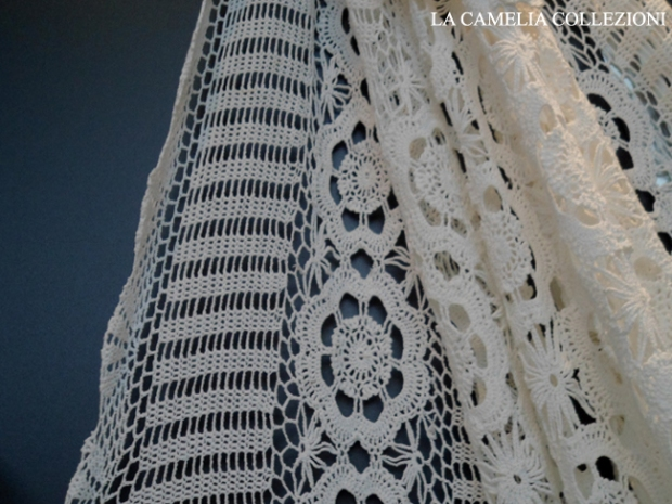Copriletto Alluncinetto Bianco Con Fiori La Camelia Collezioni