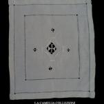 sottopiatto quadrato con ricamo 04 - la camelia collezioni