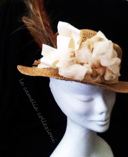 cappello-da-donna-in-paglia-con-piume-la-camelia-collezioni