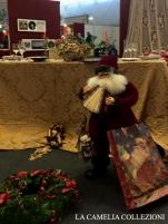 tavole natalizie - tavole imbandite - damasco oro con babbo natale e ghirlanda - la camelia collezioni