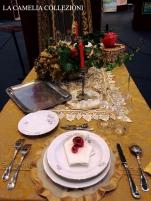 tavole natalizie - tavole imbandite - damasco oro - la camelia collezioni
