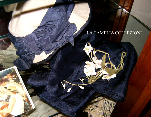 cappello-moda-primi-900-con raso bleu -la camelia-collezioni