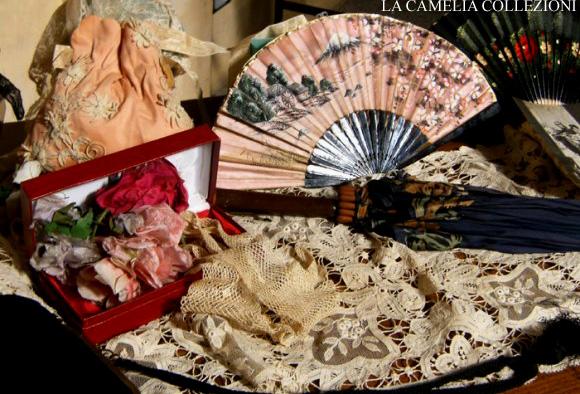 ventagli, guantini di rete e fiori di seta - la camelia collezioni