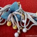 cinture vintage anni 60 - azzurra con fiori più collana - la camelia collezioni