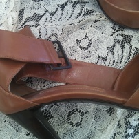 scarpa colore marrone chiaro 1