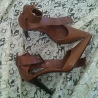 scarpa colore marrone chiaro