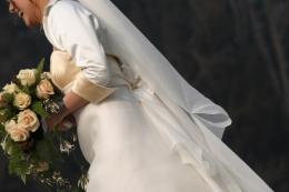 S001 - vestiti da sposa con strascico e giacchino in raso 1 - la camelia collezioni