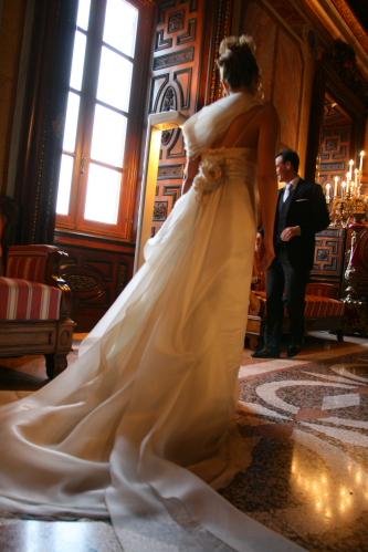 S001- vestiti da sposa con strascico e giacchino in raso - la camelia collezioni