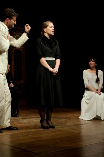costumi di scena - costumi teatrali - la cantatrice calva e ionesco 3 - la camelia collezioni