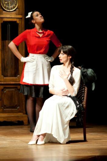 costumi di scena - costumi teatrali - la cantatrice calva e ionesco 4 - la camelia collezioni